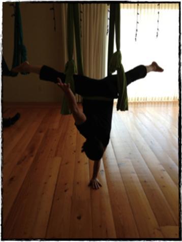Monica Handstand